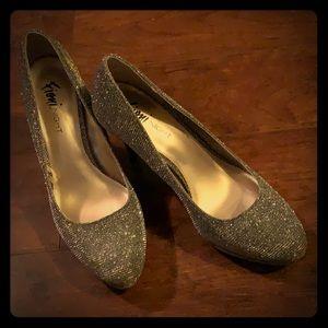 "Fioni Night Black/Gold 5"" Closed Toe Heels"